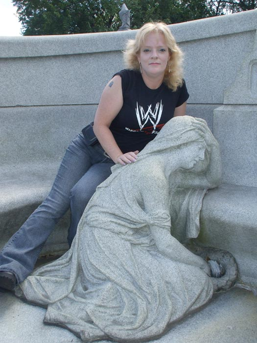 Grave Addiction and her REAL Find A Grave tattoo at Houdini's grave (2008)