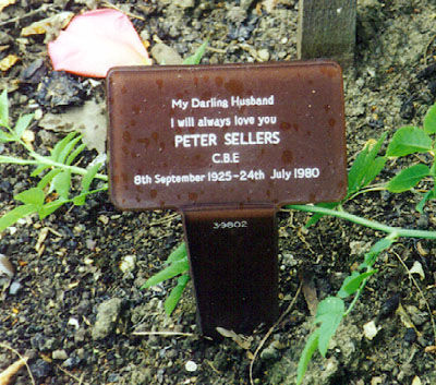 http://www.findagrave.com/photos/2001/222/sellerspeter.jpg