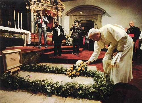 Pave Johannes Paul II besøkte Juniperos grav den 17. september 1987