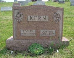 Justina Justine <i>Podboj</i> Kern