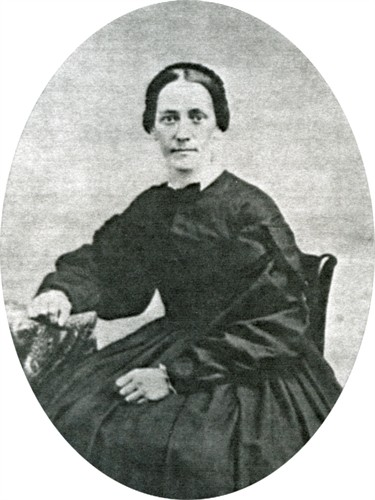 From http://www.findagrave.com/cgi-bin/fg.cgi?page=gr&GRid=52073626. Because Nancy's mother, Nancy Case Winchester, was born in 1795 and photography wasn't common until the 1850s, I posit this is a picture of Nancy Mariah.