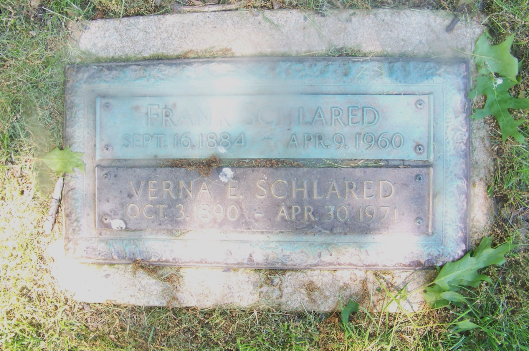 Frank and Verna Schlared Gravestone