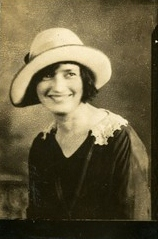 Elizabeth Lizzie <i>McCracken</i> Mead