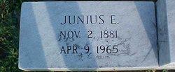 Junius E Aderholdt