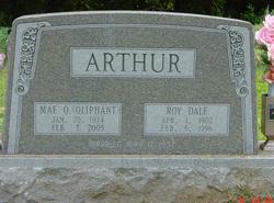 Mae <i>Oliphant</i> Arthur