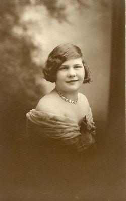 Tillie Mathilda Chic <i>Schmincke</i> Snellbaker