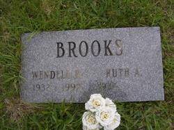 Wendell R Brooks