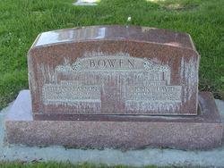 Lillian <i>Larson</i> Bowen