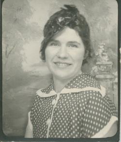 Julia Helen <i>Vezeau</i> Carter