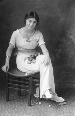 Mary Lillian Bittie <i>Farrar</i> Veale