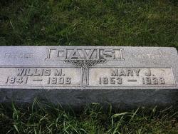 Mary J. <i>Laramore</i> Davis