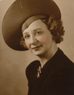 Dorothy Mae <i>Froelich</i> Davies