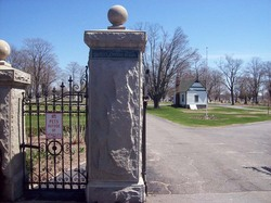 Mayflower Hill Cemetery