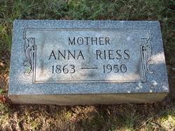 Anna Riess
