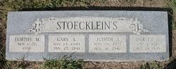Dorthy M Stoecklein