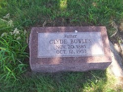 Clyde Bowles