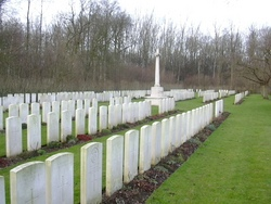 Aval Wood Military Cemetery, Vieux-Berquin