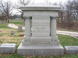 Thomas J Richards