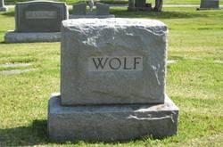 Caddie Launa Wolf
