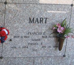 Daniel E Mart