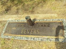 Mildred M <i>Walker</i> Bevers