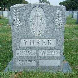 Katherine S Yurek
