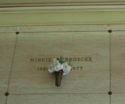 Minnie Costella <i>Shick</i> Brosche