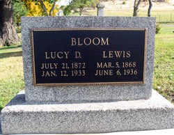 Lucy D <i>Weaver</i> Bloom