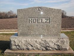 August Peter Hoelz