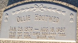 Ollie <i>Petersen</i> Houtwed