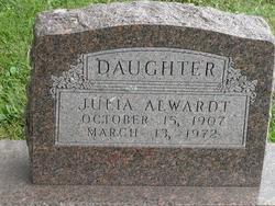 Julia Alwardt