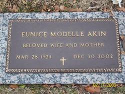 Eunice Modelle Akin