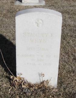 Stanley E Wryn