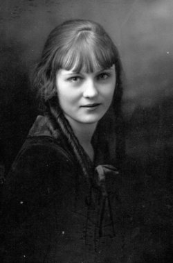 Lillian <i>Nesbitt</i> Wallace