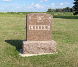 Elna <i>Larson</i> Lundahl