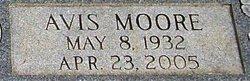 Avis <i>Moore</i> Moffett