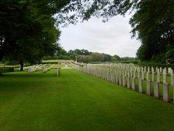 Lapugnoy Military Cemetery