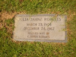 Julia Hermien Dunie <i>Jahnz</i> Roberts