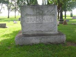 Mae. L. <i>Cole</i> Bradshaw