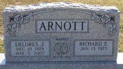 Delores Janet <i>Kurtz</i> Arnott