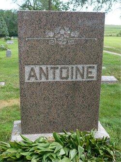 Minnie May <i>Oakes</i> Antoine