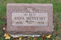Anna <i>Barnasak</i> Medvesky