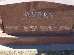 Daughn W Avery