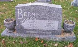 Henriette <i>Favreau</i> Bernier