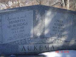 Henrietta <i>Huizenga</i> Aukema