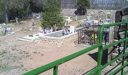 Rio en Medio Cemetery