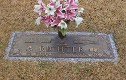 Artimisha <i>Curtis</i> Richter