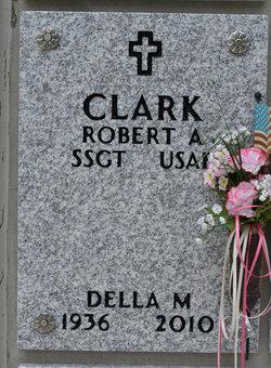 Della Mae <i>Blackard</i> Clark