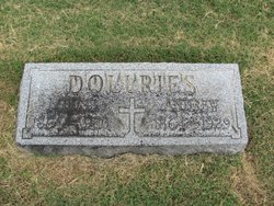 Louise Theresa <i>Dietrich</i> Dollries