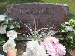 Viola <i>Howard</i> Bradley